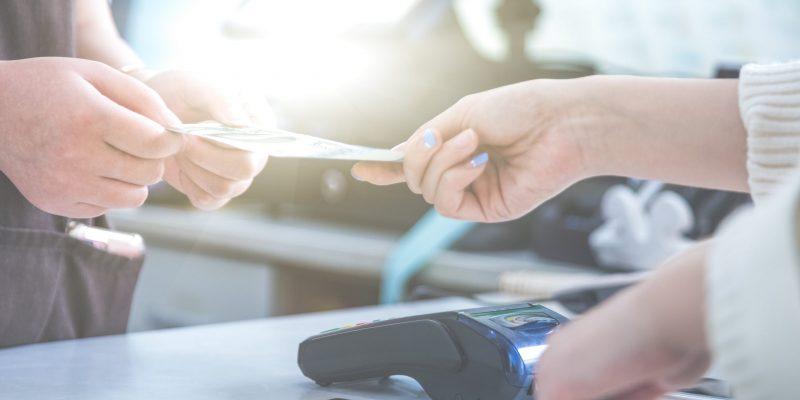 pos-credit-card-settlement-instead-cash-settlement-shopping-min